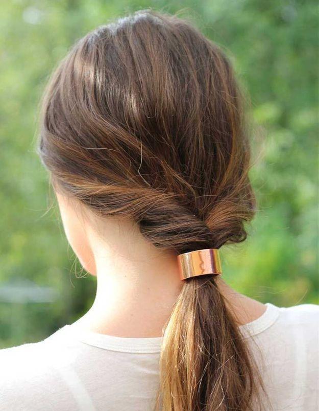 Cheveux fins attachés