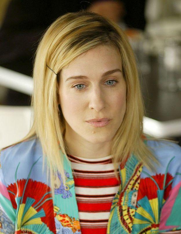 Coiffure de Carrie Bradshaw avec une épingle à cheveux