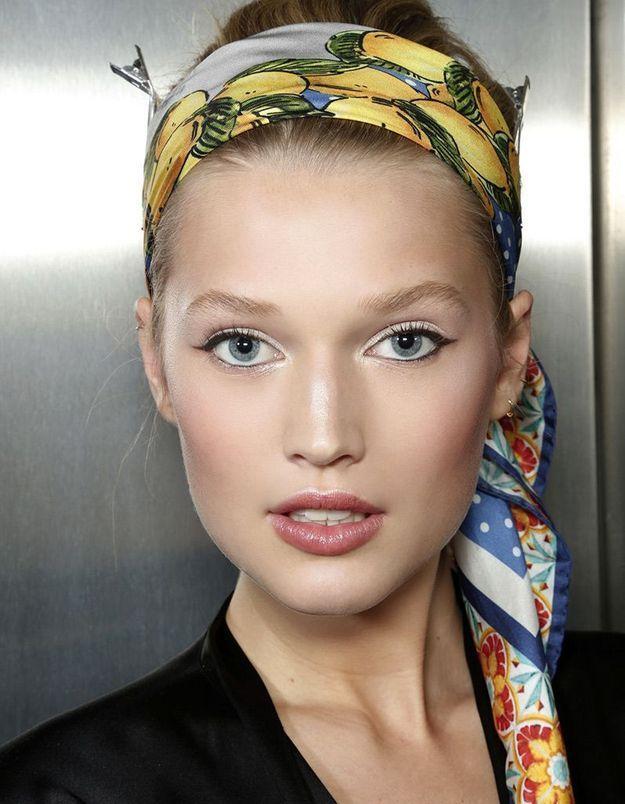 Coiffure de Noël : le foulard