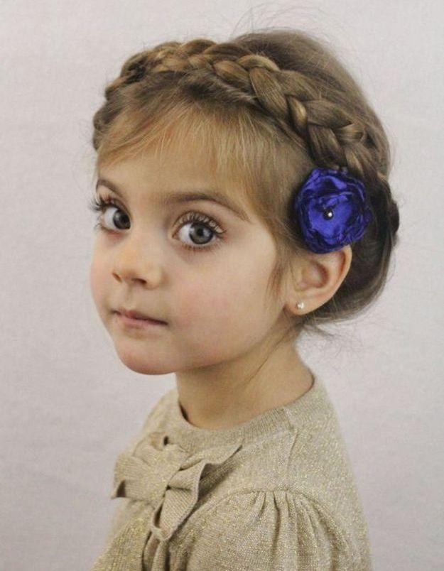 coiffure petite fille 3 ans 40 coiffures de petite fille qui changent des couettes elle. Black Bedroom Furniture Sets. Home Design Ideas
