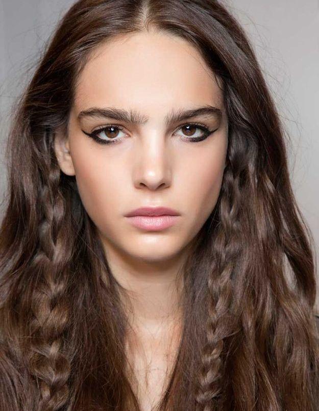 Coiffure facile : tresses sur cheveux détachés