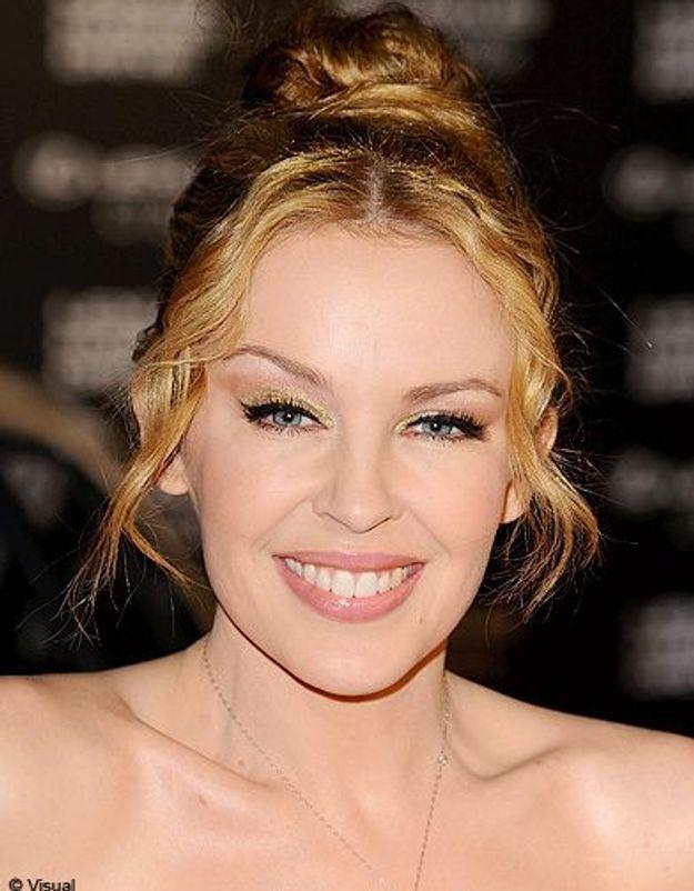 Beaute cheveux coiffure tendance chignon haut Kylie Minogue