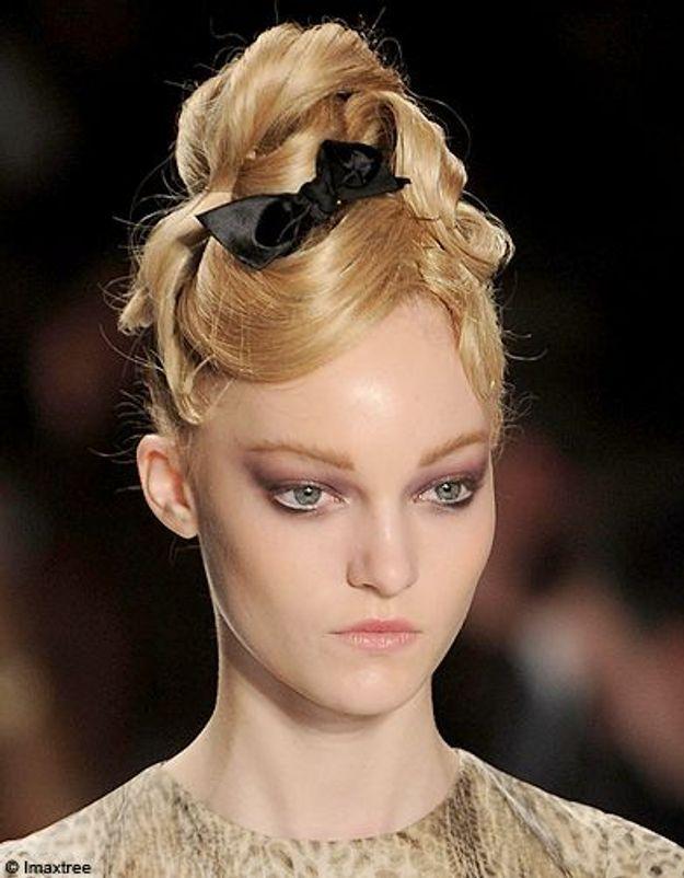 Beaute cheveux coiffure tendance chignon haut Lhuillier 2