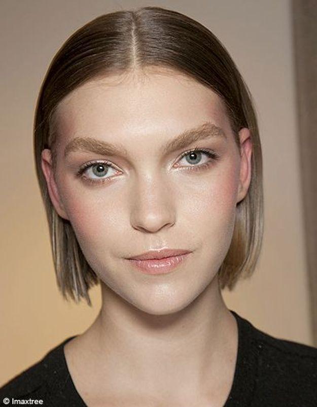 Beaute tendance cheveux coiffure coupe carre defiles Versace