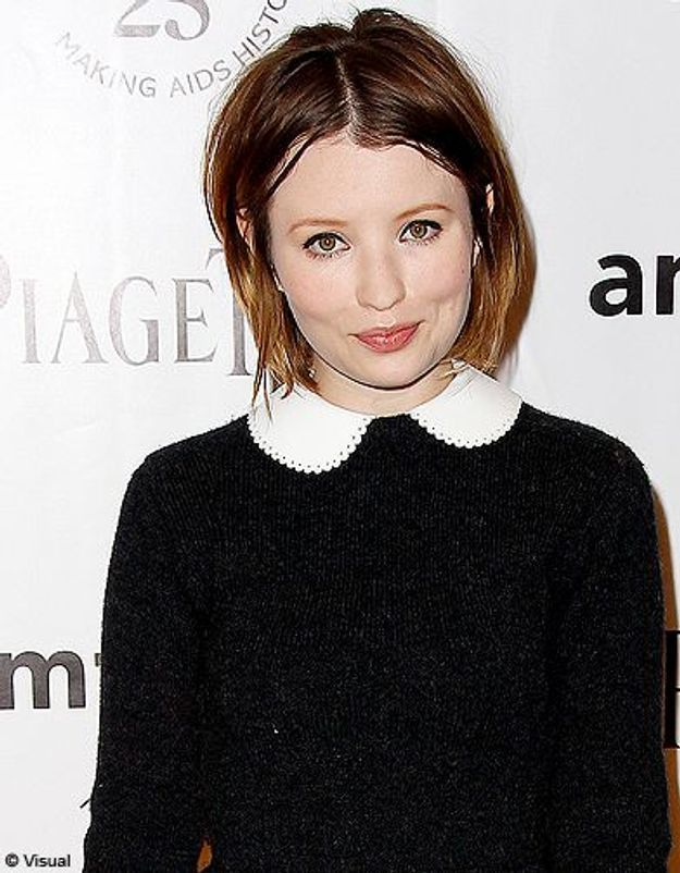 Beaute tendance cheveux coiffure coupe carre people Emily Browning