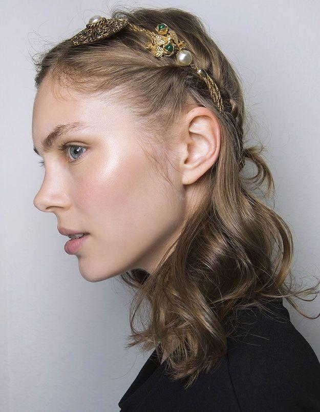 Half-up avec un accessoire pour les cheveux