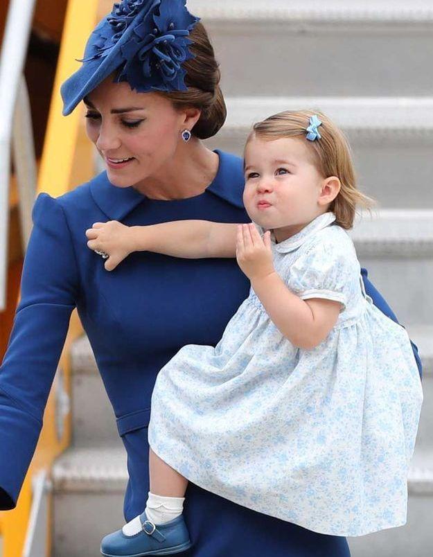La princesse Charlotte au Canada et son nœud bleu