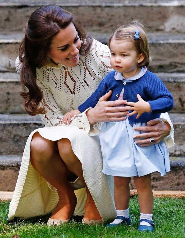 La princesse Charlotte et son nœud bleu