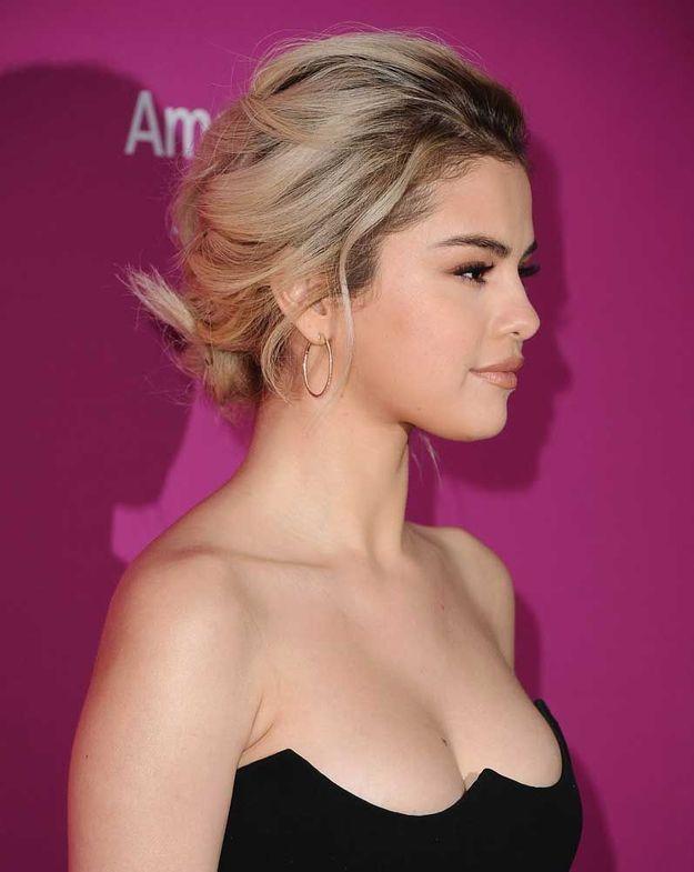Le chignon tressé de Selena Gomez