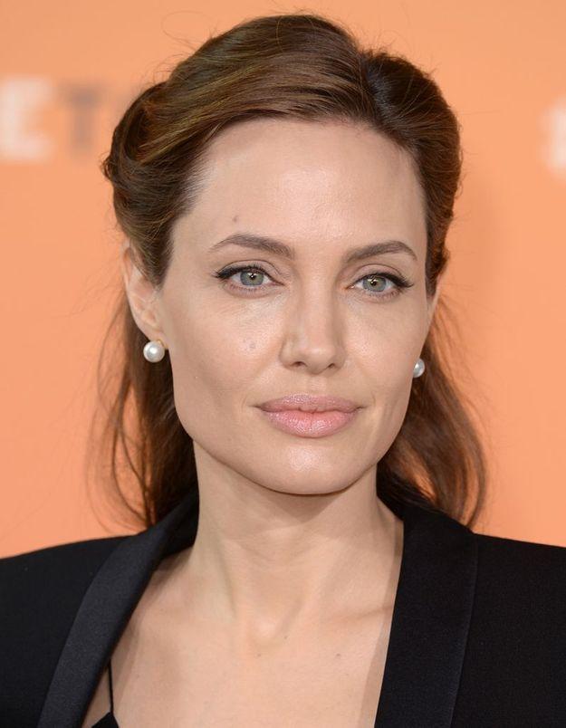 Angelina Jolie en brune