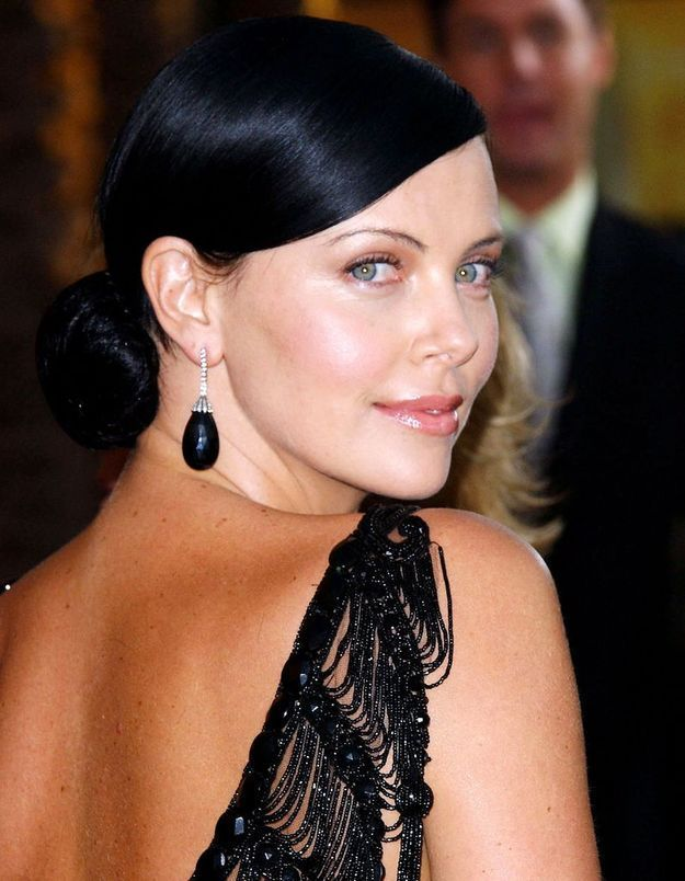 Charlize Theron en brune