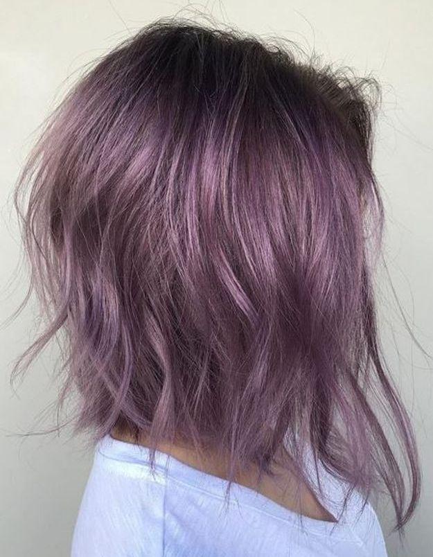 Cheveux violets carré dégradé