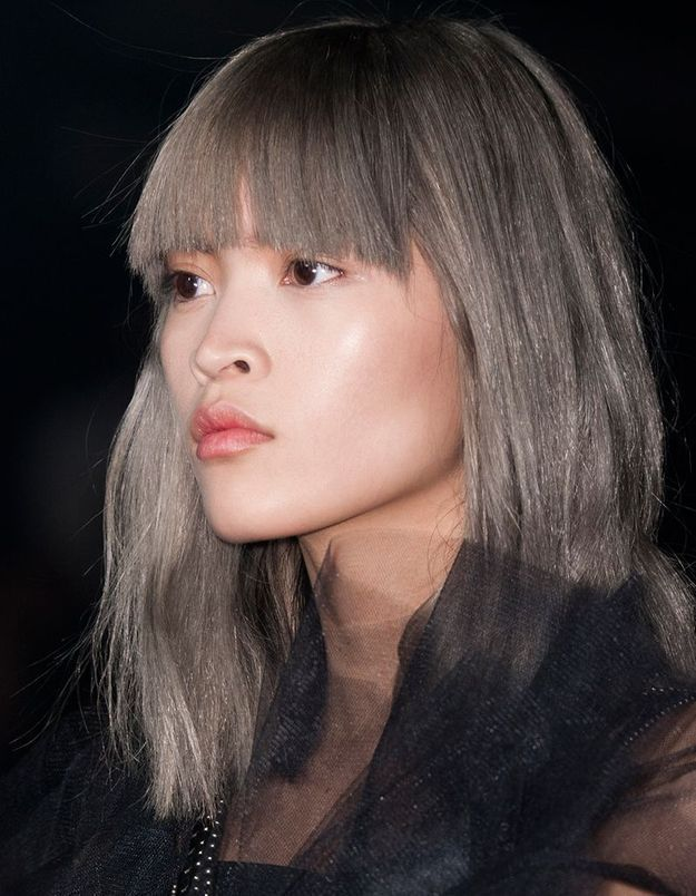 Coloration grise avec frange