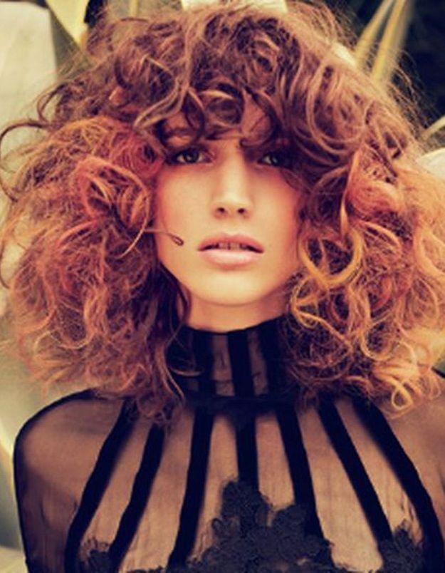 Cheveux bouclés frange automne-hiver 2016