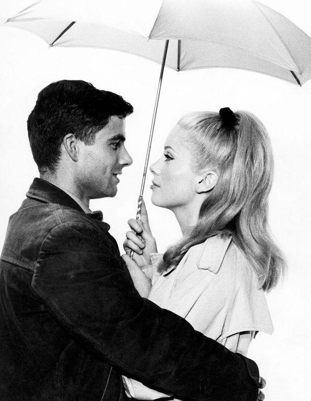 La queue-de-cheval de Catherine Deneuve dans « Les Parapluies de Cherbourg », en 1964