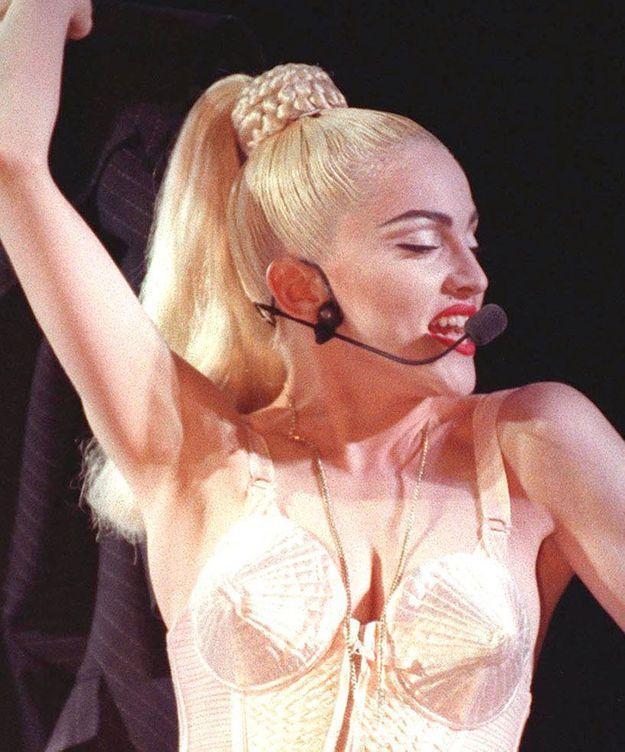 La queue-de-cheval de Madonna en concert à Toronto, en 1990