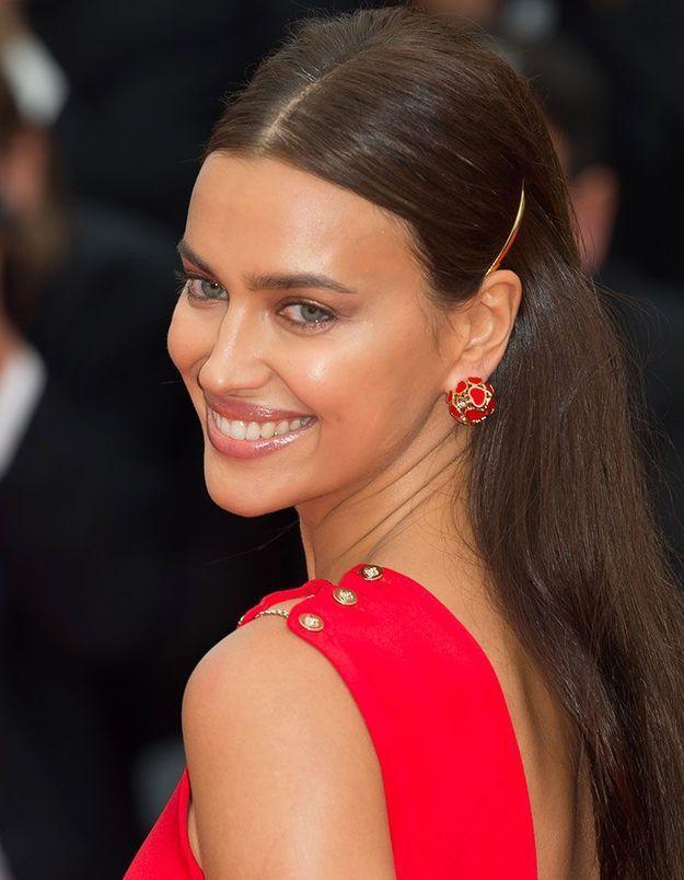 La coiffure sage d'Irina Shayk à Cannes