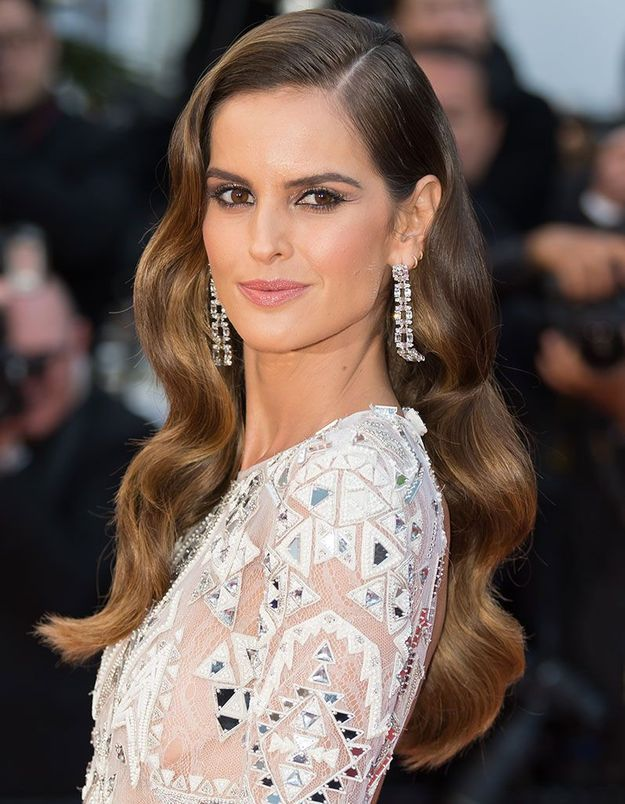 Le one shoulder glamour d'Izabel Goulart