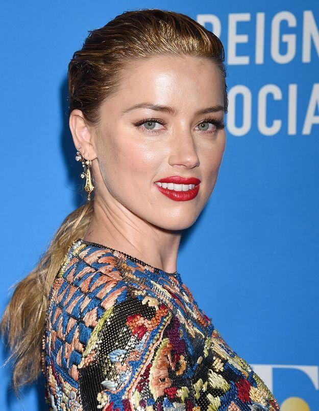 Amber Heard, les cheveux ondulés
