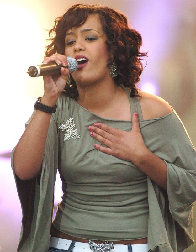 Amel Bent avec son carré bouclé en 2005