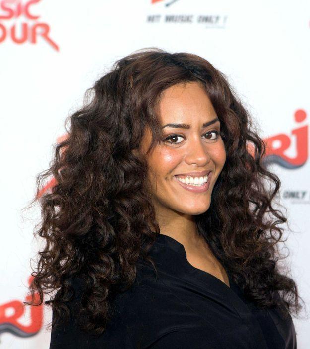 Amel Bent et sa chevelure bouclée