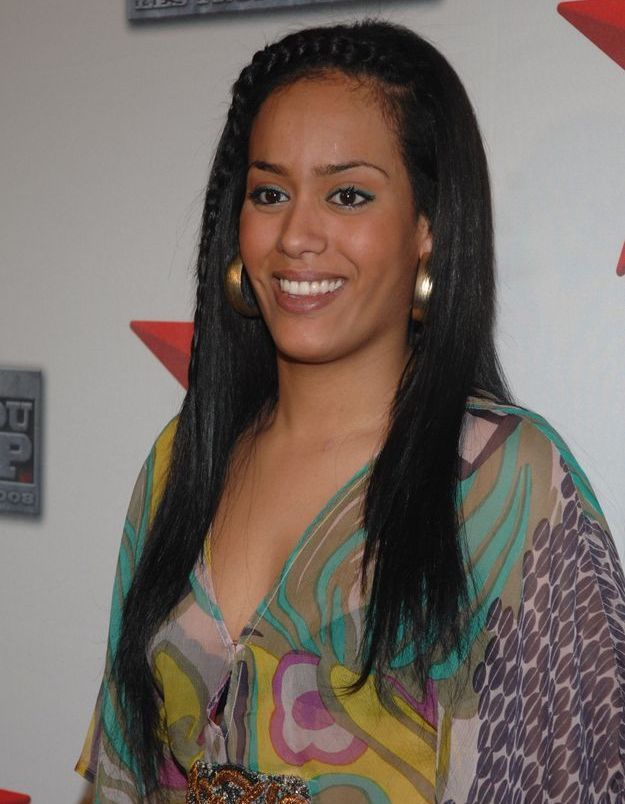 Amel Bent et sa coiffure lisse en 2008