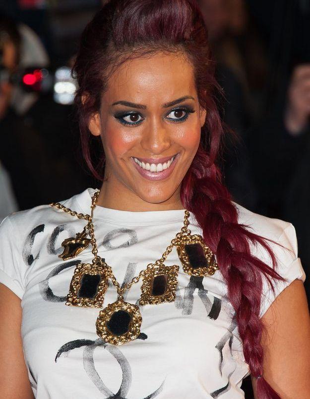 Amel Bent et sa tresse rouge en 2013
