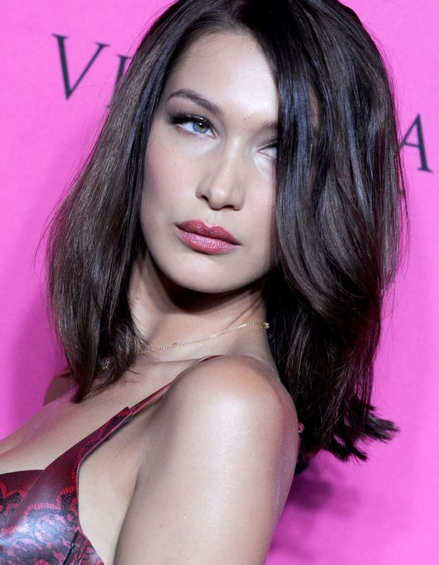 Bella Hadid et son brushing glamour en 2017