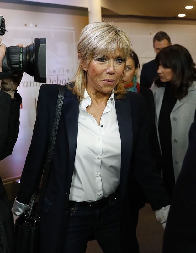 3) La demi-queue de Brigitte Macron