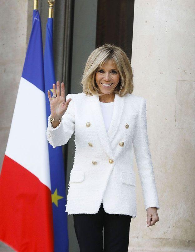 Les cheveux brushés de Brigitte Macron