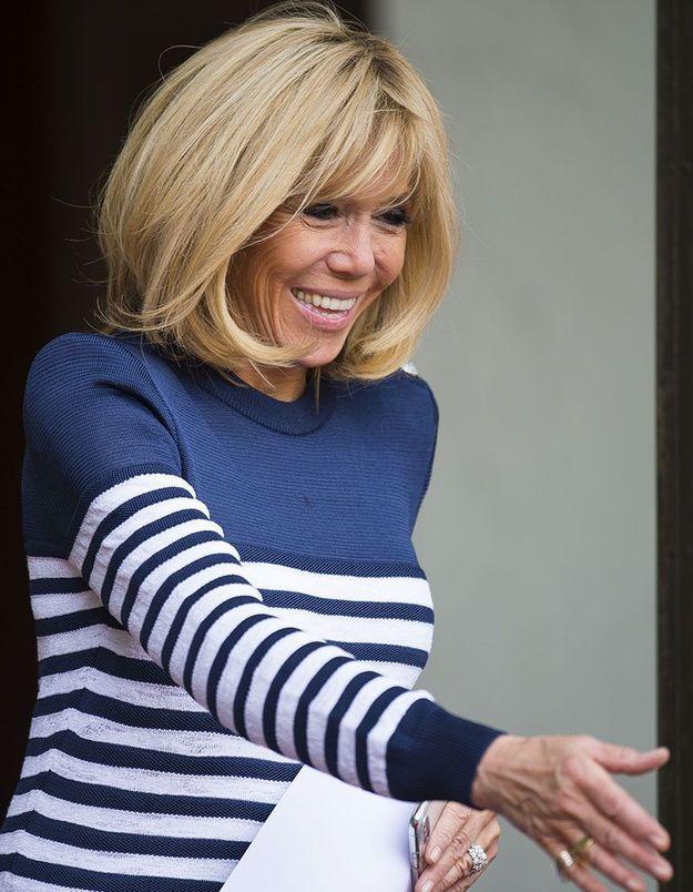 Les cheveux lisses de Brigitte Macron