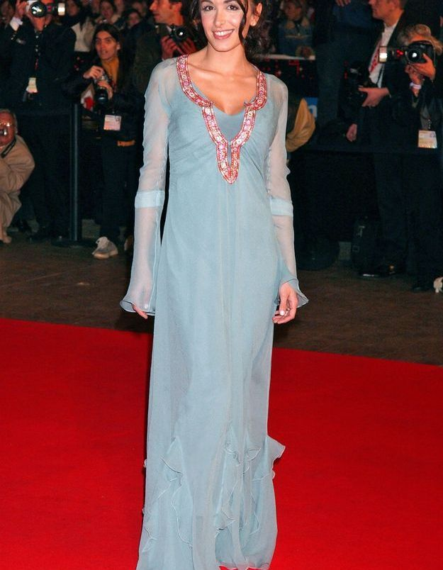 Coiffure Jenifer : Joli chignon avec mèches ondulées 2005