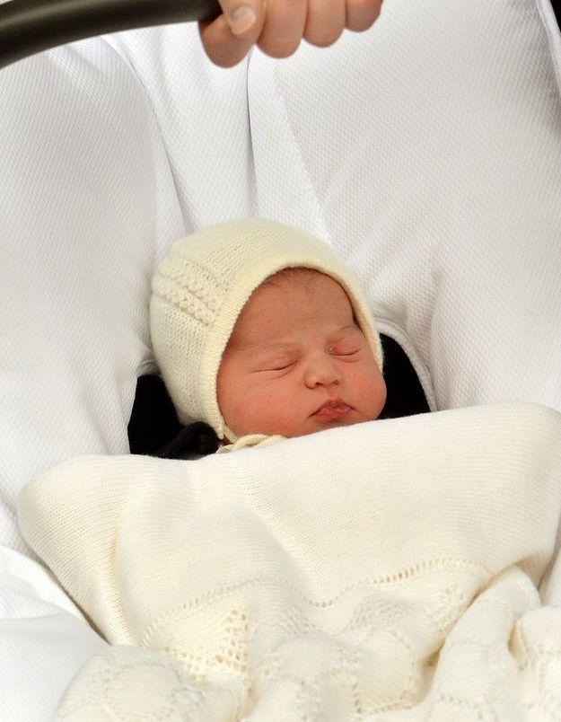 Charlotte à sa naissance avec son bonnet de nouveau-né, le 02 mai 2015