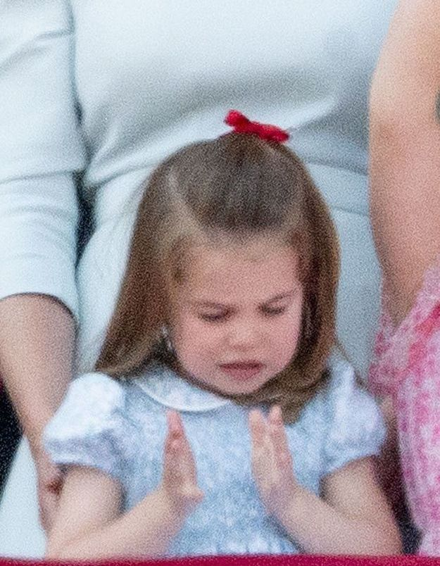 Charlotte et son ruban rouge