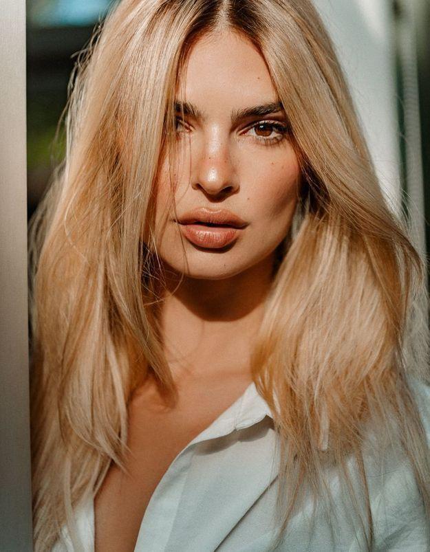 Emily Ratajkowski passe du brun au blond avec Kérastase
