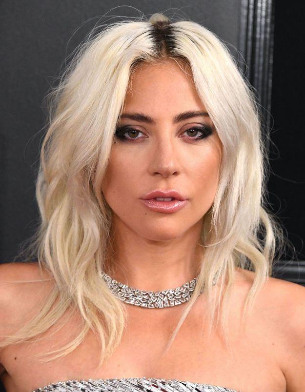 Friends : Lady Gaga adopte la coiffure culte de Phoebe Buffay pour chanter avec Lisa Kudrow
