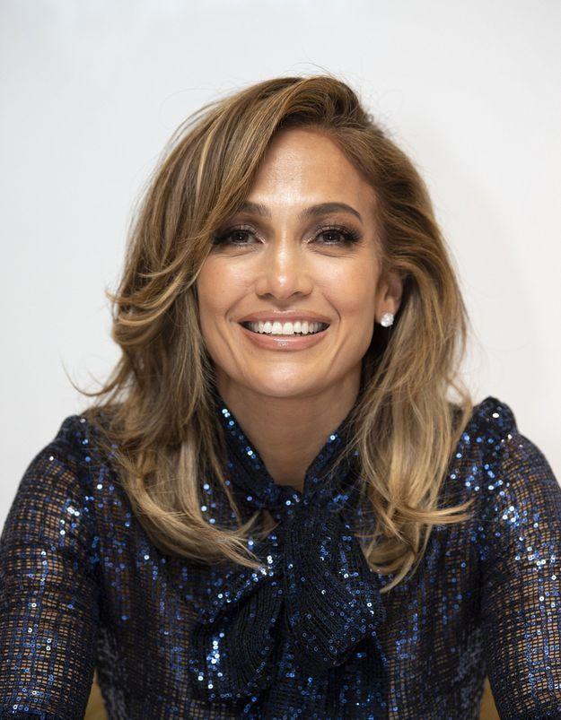 Jennifer Lopez  renversante avec son carré glamour