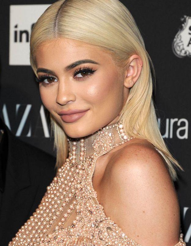 Kylie Jenner et ses cheveux blond platine