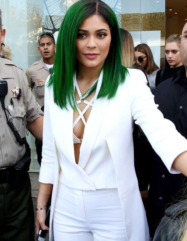 Kylie Jenner et ses cheveux mi-longs verts
