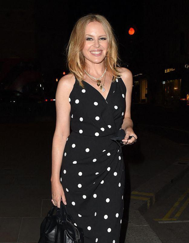 Kylie Minogue : elle succombe à la frange tendance de cet hiver
