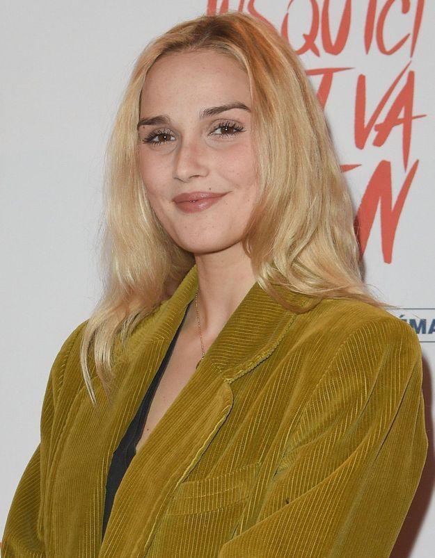 Le Bazar de la charité : Camille Lou troque son blond pour une couleur canon