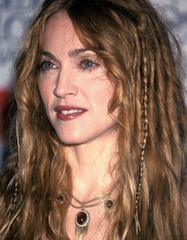 Allure bohemian-chic, Madonna se laisse tenter par les fines tresses