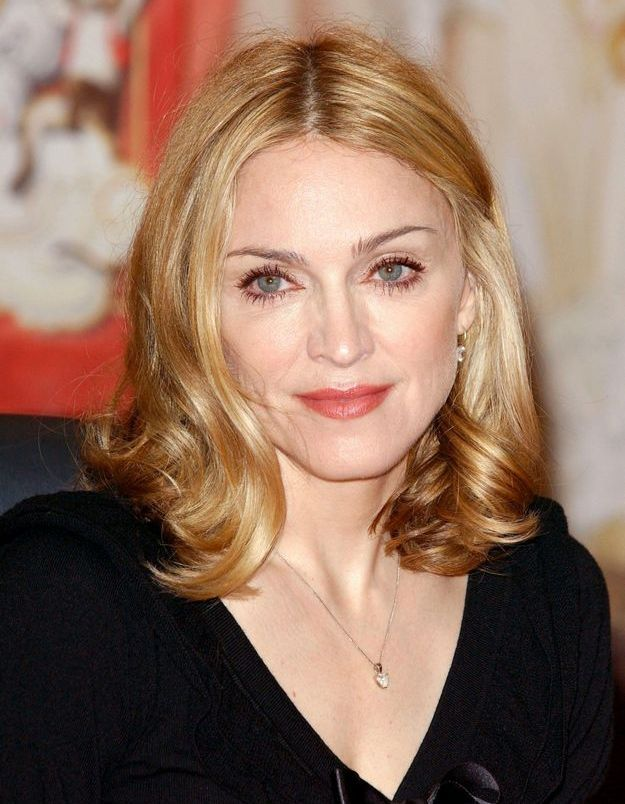 Coupe au carré et boucles glamour, Madonna se métamorphose