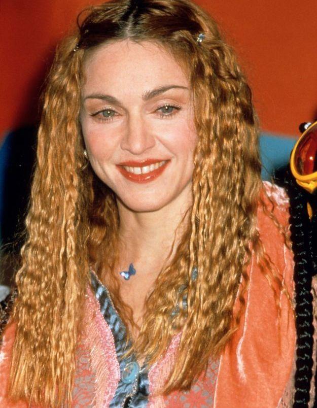 Madonna et ses cheveux wavy. Sa période hippie-chic