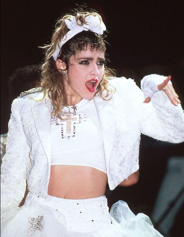 Madonna et son bandeau noué dans les cheveux, un emblème