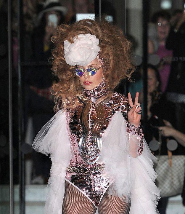 Lady Gaga et sa perruque extravagante