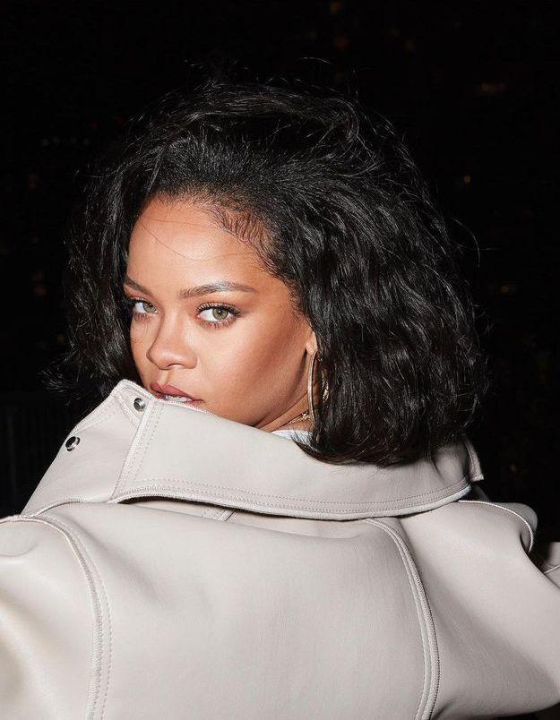 Rihanna renoue avec cette coupe de cheveux audacieuse