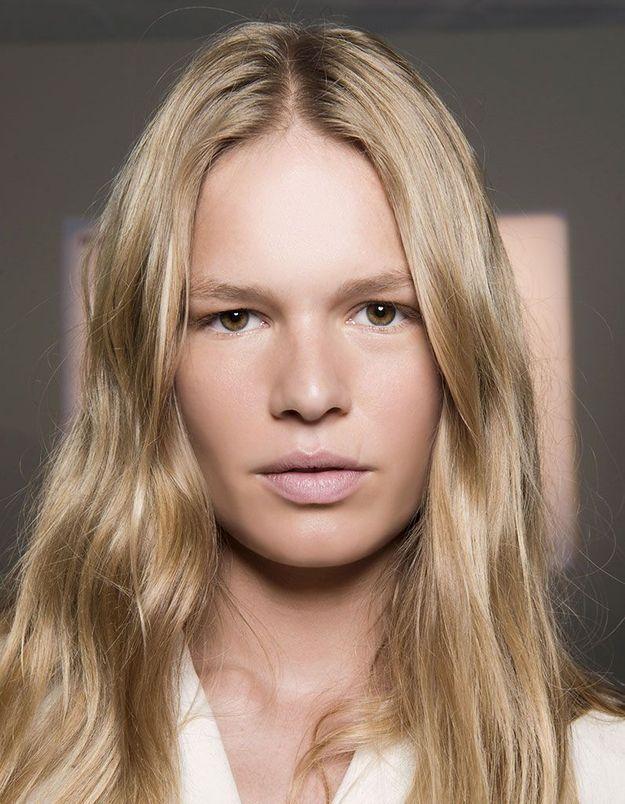 Cheveux blonds brillants