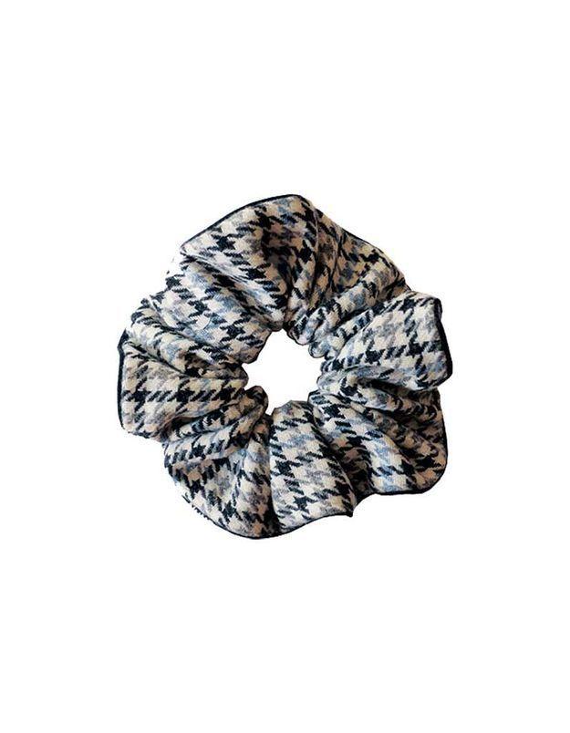Chouchou laine carreau blanc bleu et noir numéro 6, Scrunchies is back, 14 €