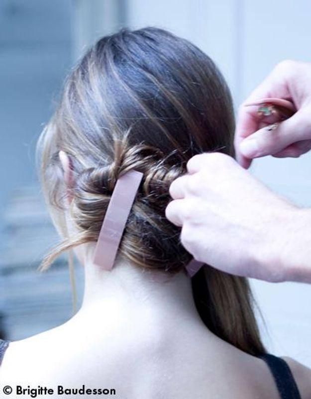 Elle Beauté Cheveux Coiffure Le Tuto De Fred Le Chignon A Barrettes 04